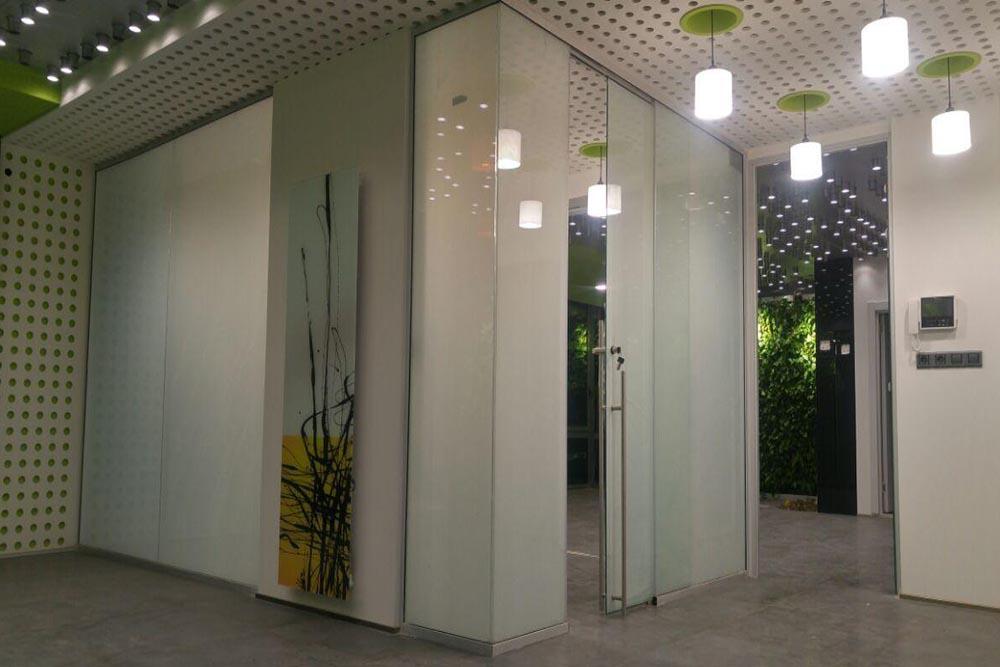 کاربرد اداری شیشه هوشمند در لابی