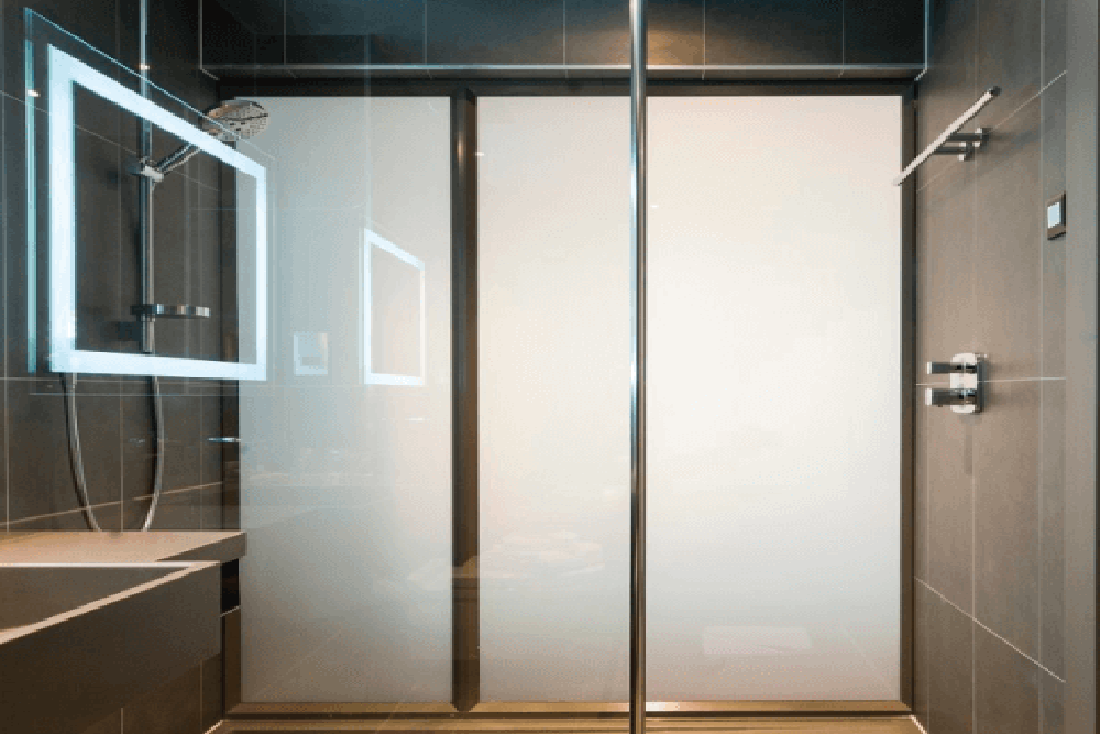 کاربرد مسکونی شیشه هوشمند در حمام