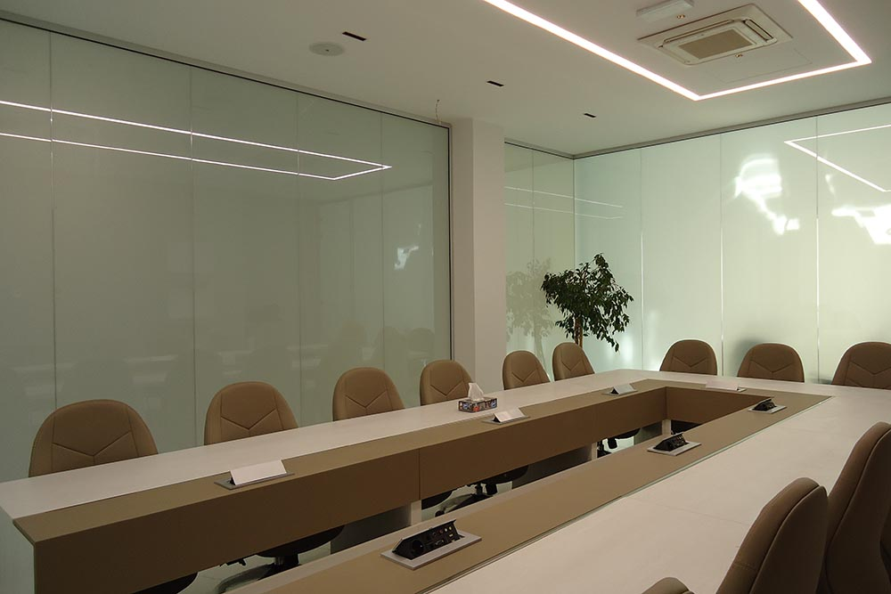 کاربرد اداری شیشه هوشمند در اتاق کنفرانس